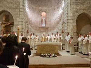 שבת האש הקדושה - כנסיית נוטרדאם