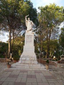 פסל אליהו - קרן הכרמל